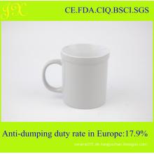 Hochwertige weiße keramische Kaffeetasse in farbiger verglasten