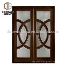 La puerta doble de madera antigua costosa diseña la puerta de oscilación de cristal del roble rojo