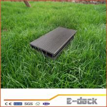 Ambiental freindly anti que enmarca la superficie que enarena el piso hueco de la cubierta de WPC