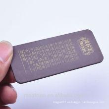 La fábrica hizo las palabras mojadas que escribían los imanes de goma flexibles para la promoción