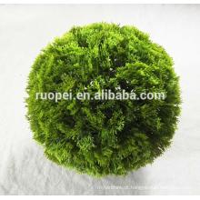 plástico superior da venda que entrega bolas do topiary para a decoração