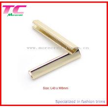 Hochwertige Metallgürtel-Endclips im hellen Gold