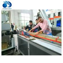 Chaîne de machine de production d'extrusion d'extrudeuse de profil de porte de fenêtre de PVC en plastique de PVC WPC