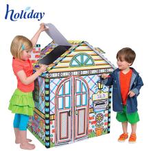 Les enfants créatifs les plus populaires entraînent une cabane en carton