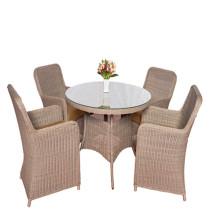 Eettafel van tuinmeubilair rotan meubilair en stoel