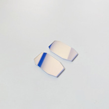 Зеркало с широкополосным диэлектрическим покрытием и лазерное зеркало