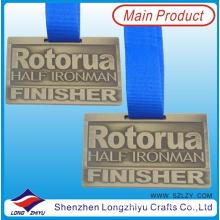 Medalla de los deportes de encargo americano Medallas de metal cepillado de oro levantarse y entrenar medallas para medio maratón