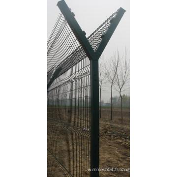 Poteau de clôture en acier