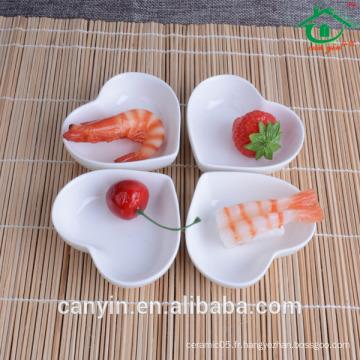 Fournisseur en Chine Popular Heart Shape Ceramic White Dip Dish Plats en porcelaine