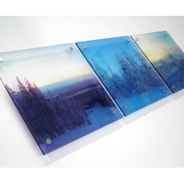 High Resolution UV Flatbed Printing on Acrylic Board