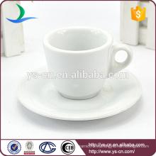Taza de café de cerámica blanca única y platillo al por mayor