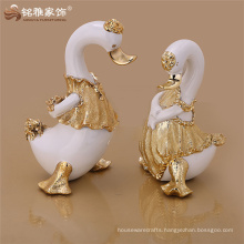 New design vivid decorative animal cute duck figurines resin crafts for hotel office table decoration