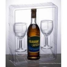Пластиковая упаковка для вина и стеклянные чашки