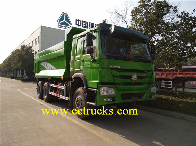 SINOTRUK Docking Garbage Trucks