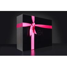 Caja de regalo con cinta accesoria