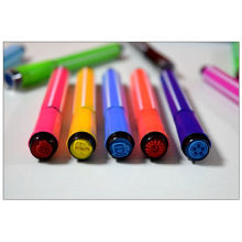 terapia de color acuarela pintura pluma niños