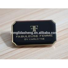 Accesorio de la ropa del metal de la insignia de encargo del oro negro con alta calidad y precio barato