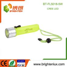 Fábrica Venta al por mayor 4 * AA Seco Batería ABS Material Impermeable 5w Cree Lámpara de buceo llevado con correa de muñeca