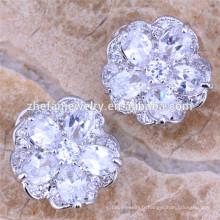Boucles d'oreilles fleur de couleur blanche Boucles d'oreilles fleur de zircone cubique Boucles d'oreilles de qualité