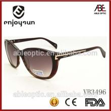 Lady style Italy design ce mode lunettes de soleil avec métal bar décoré temple