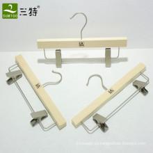 colgador de falda de madera contrachapada con clips