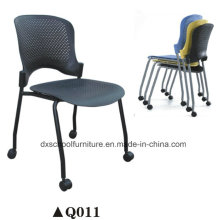 Chaise en plastique empilable en plastique de chaise en plastique avec des roues