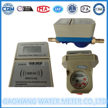 Латунный или пластиковый счетчик воды с предварительной оплатой