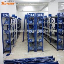 Estante de almacenamiento de metal mediano para repuestos