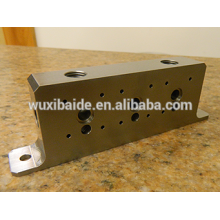 Cube en aluminium Cnc avec vis à centré Passage fileté pour meubles / petit service de fabrication d'usinage en cnc en aluminium
