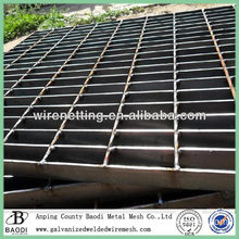 Welded drainage channel stainless steel grating