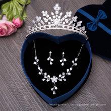 Eine Set Braut-Tiaras Halskette Set Ohrring Hochzeit Krone