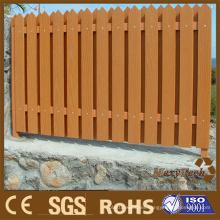 Piquetes de valla de madera de calidad superior