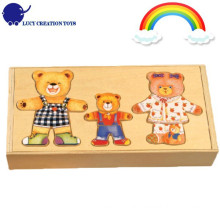 Wooden Cartoon Happy Bear Familie Dress Up Puzzle