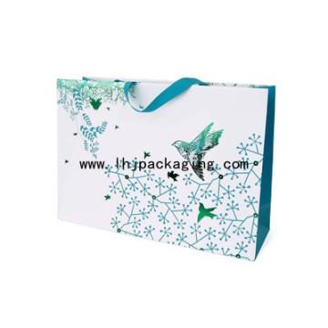 Bolsa de papel clásica de lujo con cinta pegada en la parte superior