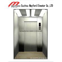 Elevador do passageiro do edifício do negócio com quarto da máquina