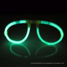 in der dunklen Brille leuchten