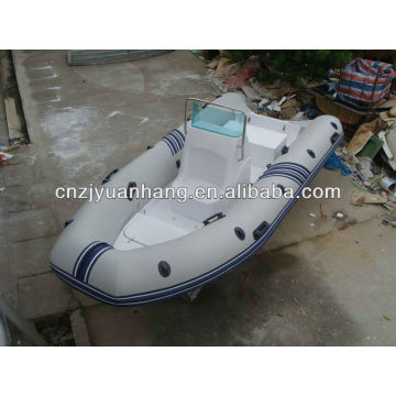 Rigid inflatable boat 470 with console