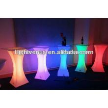 bar table de cocktail avec lumière