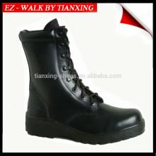 Botas militares impermeables con suela de goma y cuero negro