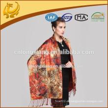 Großhandelsgute Qualität gesponnener Frühling 100% Silk Art- und Weiseschal für Frauen