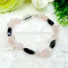 Nouvelle arrivée de puce de quartz Rose Naturel avec Magnetic 4 perles de torsion latérale bracelet élastique bracelet en pierres précieuses à la main