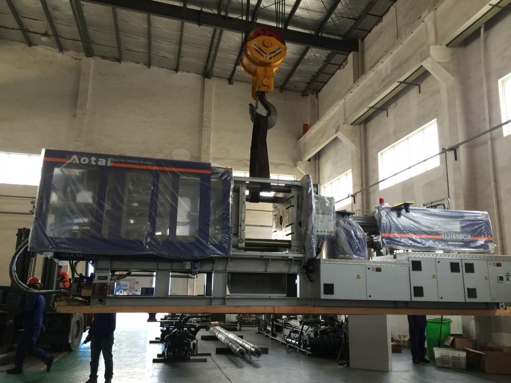 Stol Plastic Injection Molding Machine UJ / 410