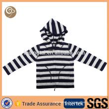 Pull tricoté à capuche tricoté en usine pour bébé