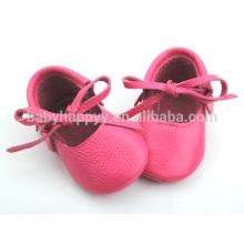 Hübsche rosa Mädchen-Kleidschuhe im Freienbaby-Lederballettschuhe