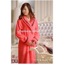 Weiche komfortable Fleece Frauen Bademantel mit Black Lace Manschette