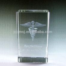 Vente chaude souvenir blocs de verre / cubes cadeau 3d laser gravé cristal