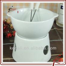 Fondue en porcelaine à forme ronde avec fourchette