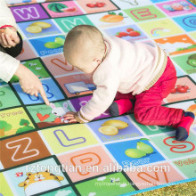 Le crawl de bébé imperméable à l'eau de double-face écologique joue le tapis de gymnastique