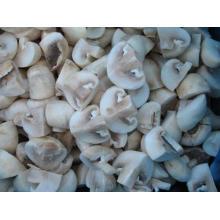 Champignon champignon en saumure entière / tranché