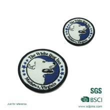 Parche de logotipo bordado personalizado con plancha en la parte trasera